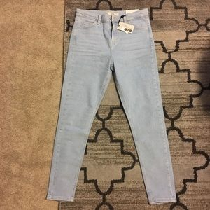Brand new TOPSHOP Jeans. Size 30 length 32